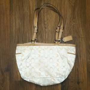 Tan Coach zipper closure shoulder bag